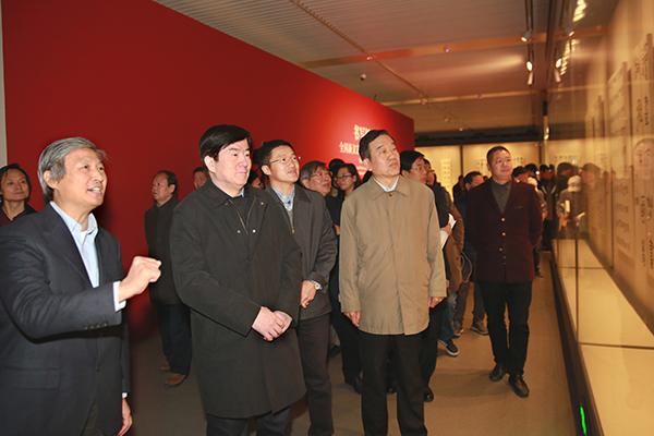 领导参观展览